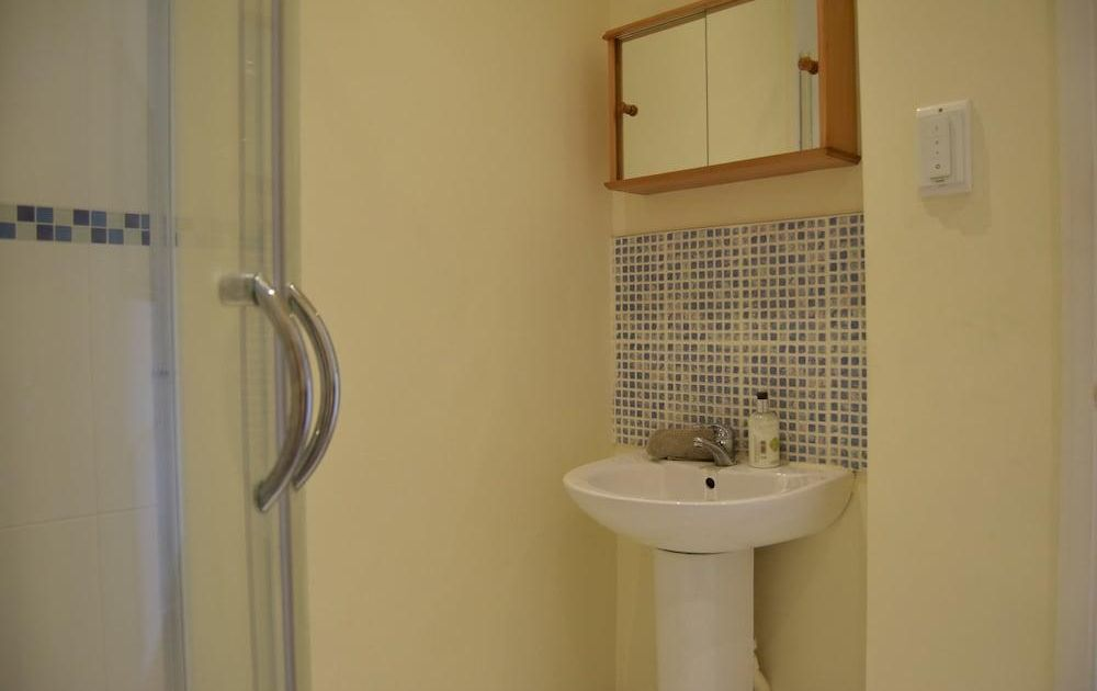 Bright 1 Bedroom Flat in West Hampstead With Balcony ...