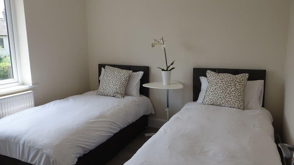 London Heathrow Airport Rooms H.C by C&P